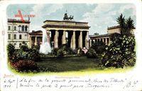 Berlin, Blick von der Parkanlage auf das Brandenburger Tor