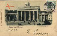 Berlin Mitte, Passanten und Kutschen am Brandenburger Tor