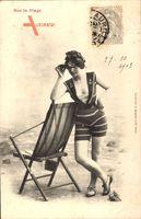 Sur la Plage, Frau in Badekleid, Feldstecher, stuhl