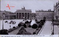 Berlin, Pariser Platz und Brandenburger Tor mit Quadriga, Parkstück