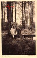 Spreewald, Erwartung, Spreewälderin in Tracht am Fluss, Gondel