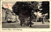 Xanten am Niederrhein, Blick auf den Marktplatz, Auto, Kirchturm, Häuser