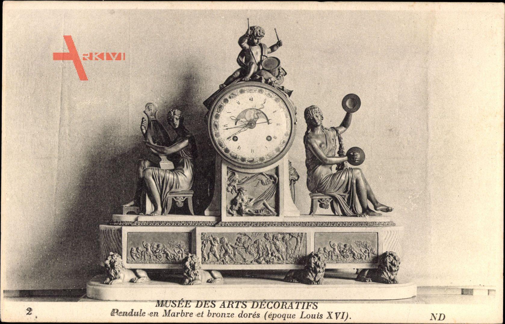 Musée des Arts Décoratifs, Pendule en Marbre et Bronze dorés, Louis XVI.