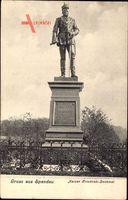 Berlin Spandau, Blick auf das Kaiser Friedrich Denkmal, Standbild, Umzäunung