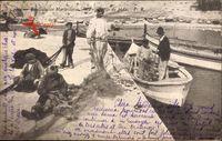 Marseille Bouches du Rhône, Preparatifs de peche, Fischer bei der Arbeit