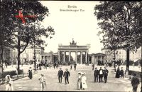 Berlin, Direkter Blick auf das Brandenburger Tor am Pariser Platz