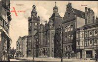Berlin Pankow, Straßenpartie mit Blick auf das Rathaus, Fassaden