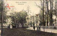 Berlin Pankow, Partie im Amalienpark, Denkmal, Statue, Häuser, Weg