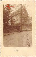 Neviges Velbert, Straßenpartie mit Blick auf Wohnhaus, Herbst