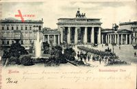 Berlin, Brandenburger Tor am Pariser Platz, Fontäne, Wache