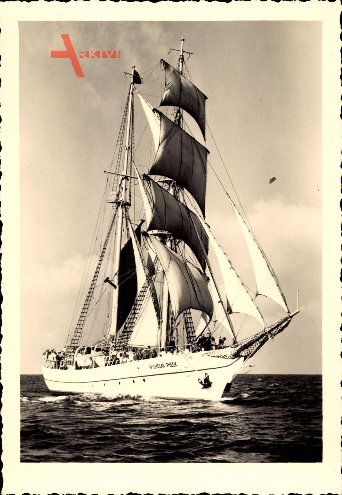 Segelschulschiff Wilhelm Pieck, VES Warnowwerft Warnemünde
