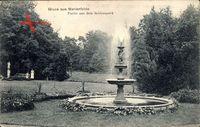 Partie aus dem Schlosspark mit Wasserfontäne in Berlin Tempelhof Marienfelde um 1910
