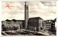 Blick auf die Kirche am Hohenzollernplatz in Berlin Wilmersdorf mit Uhrenturm und Passanten