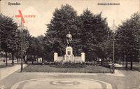 Berlin Spandau, Blick auf das Bismarckdenkmal, Vorplatz