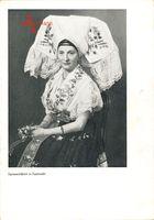 Spreewälderin in Festtracht, sitzende Frau, bestickte Haube