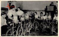Spinnstube im Spreewald, Frauen an Spinnrädern, kordeon