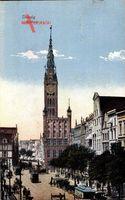 Gdańsk Danzig, Straßenpartie mit Blick auf das Rathaus, Straßenbahnen