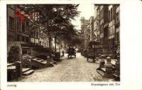 Gdańsk Danzig, Blick in die Frauengasse mit Tor, Kutsche, Straßenpartie