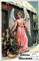 Glückwunsch Weihnachten, Engel zündet Lichter am Weihnachtsbaum an