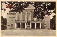 Weimar, Blick auf das Nationaltheater, Denkmal, Balkon, Geländer