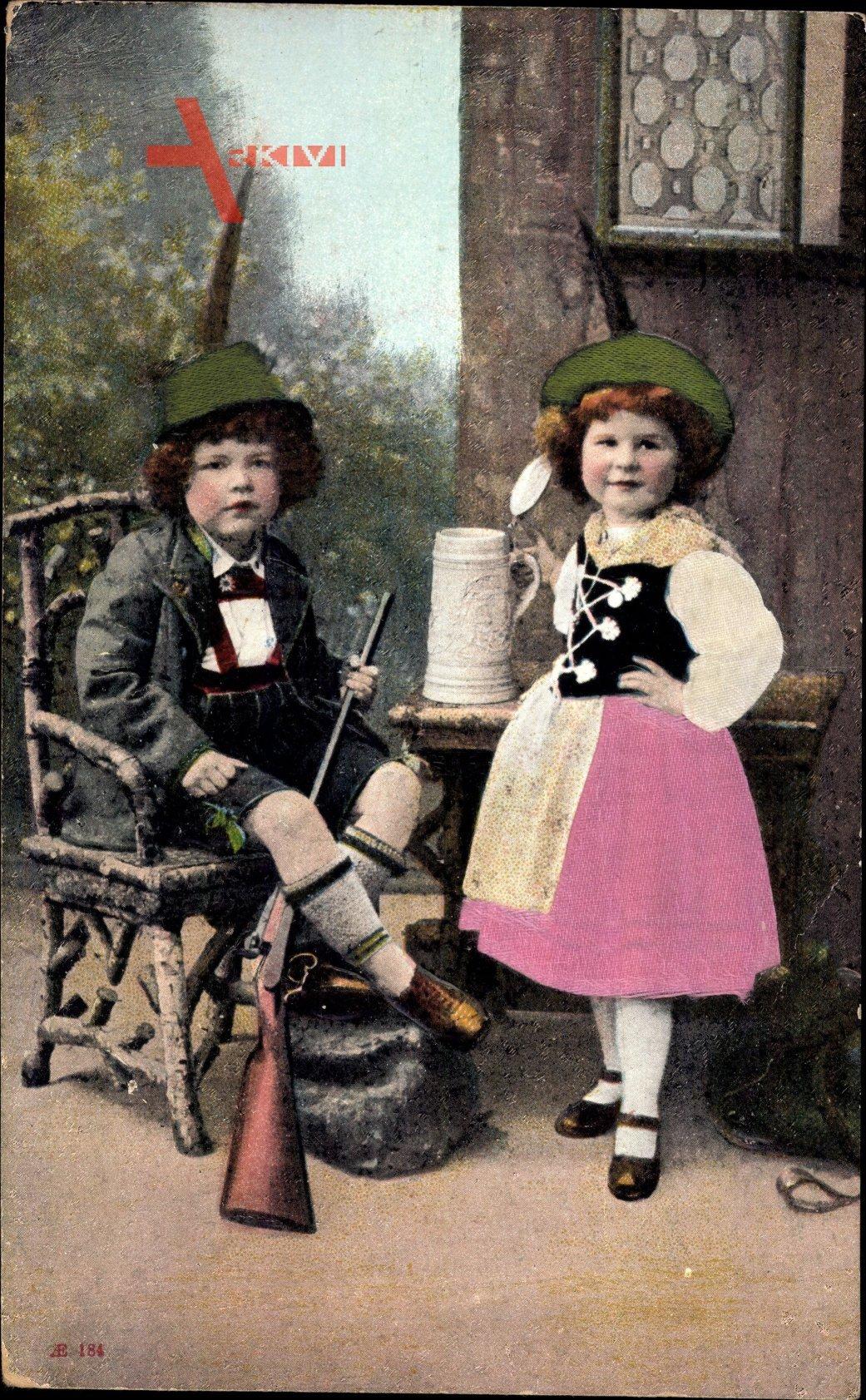 Junge und Mädchen in Bayerischer Tracht, Gewehr, Bierhumpen