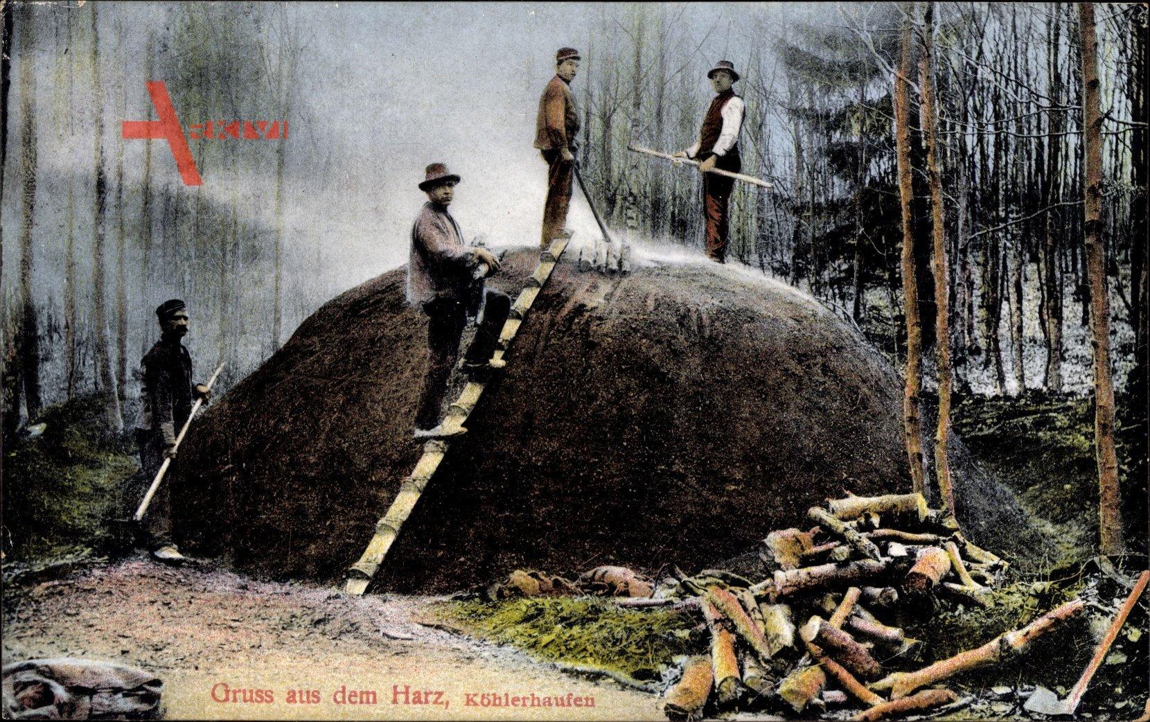 Gruss aus dem Harz, Köhlerhaufen, Köhler bei der Arbeit