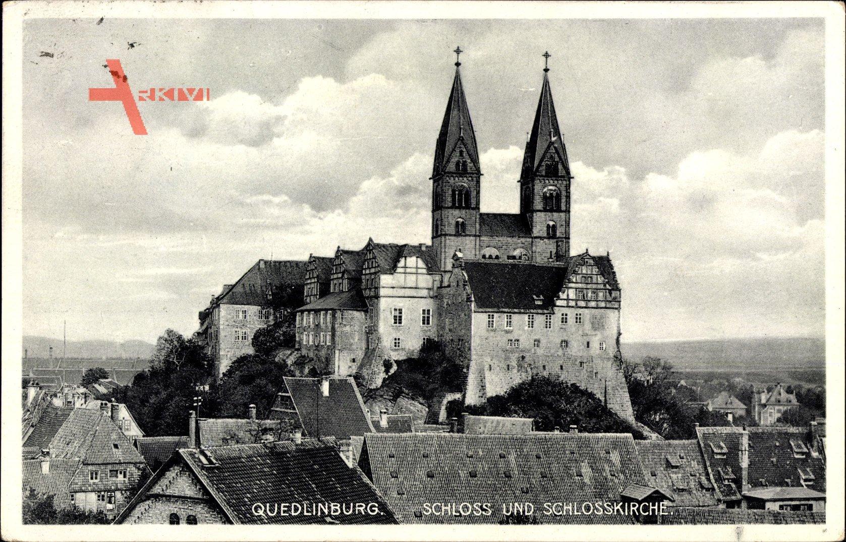 Quedlinburg im Harz, Blick über Dächer auf Schloss und Schlosskirche