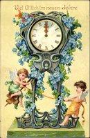 Glückwunsch Neujahr, Uhr, zwei Engel, blaue Blüten