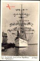 Kiel in Schleswig Holstein, Segelschulschiff Gorch Fock am Signalturm