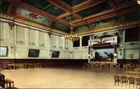 Berlin Tempelhof, Blick in den Festsaal, Kronleuchter