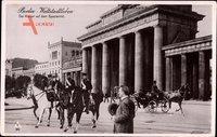 Berlin Mitte, Kaiser auf dem Spazierritt vor dem Brandenburger Tor