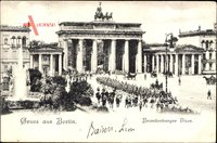 Berlin Mitte, Aufziehen der Wache am Brandenburger Tor