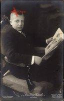 Prinz Ernst Heinrich von Sachsen, Zeitung lesend