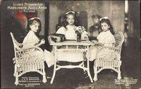 Prinzesinnen Margarete, Alix und Anna am Arbeitstisch, Stricken