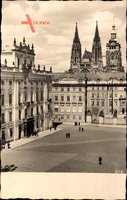 Praha Prag, Die Burg Hradschin, Platz, Glockentürme