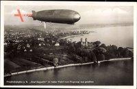 Graf Zeppelin LZ 127 in voller Fahrt Fliegeraufnahme vom Flugzeug aus über Friedrichshafen am Bodensee um 1930