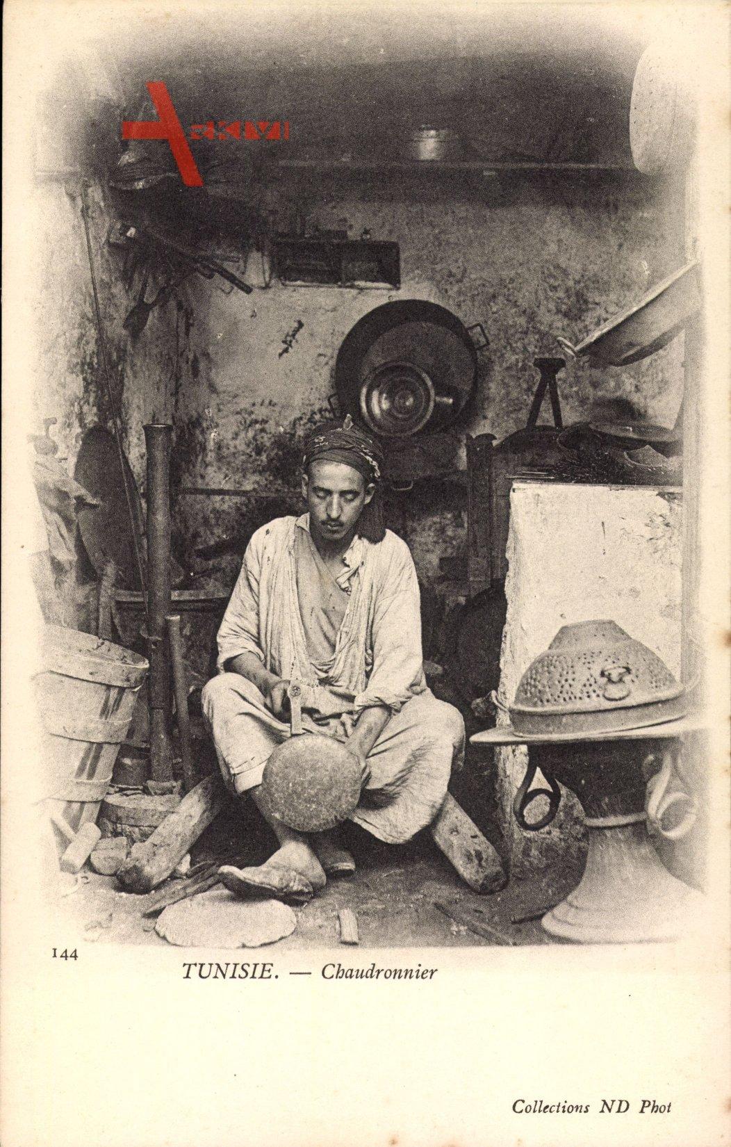 Tunesier, Chaudronnier, Kupferschmied bei der Arbeit