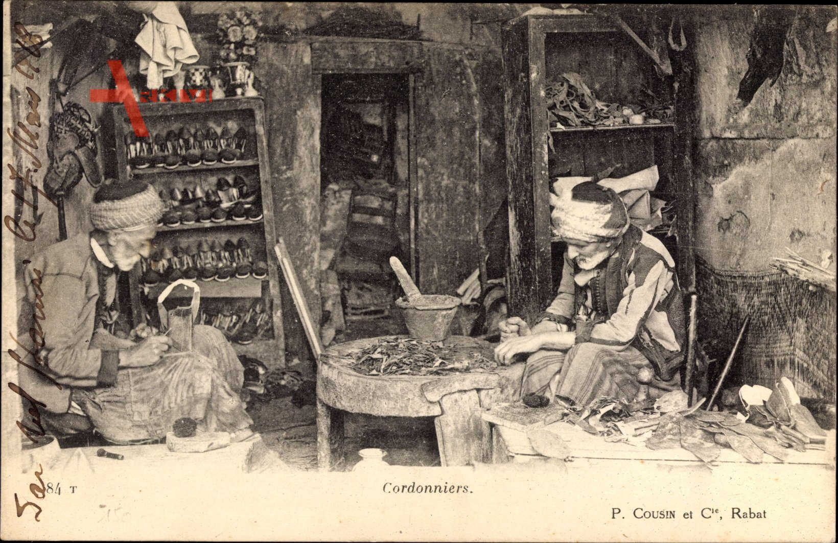Marokko, Cordonniers, Schuhmacher bei der Arbeit, Manufaktur