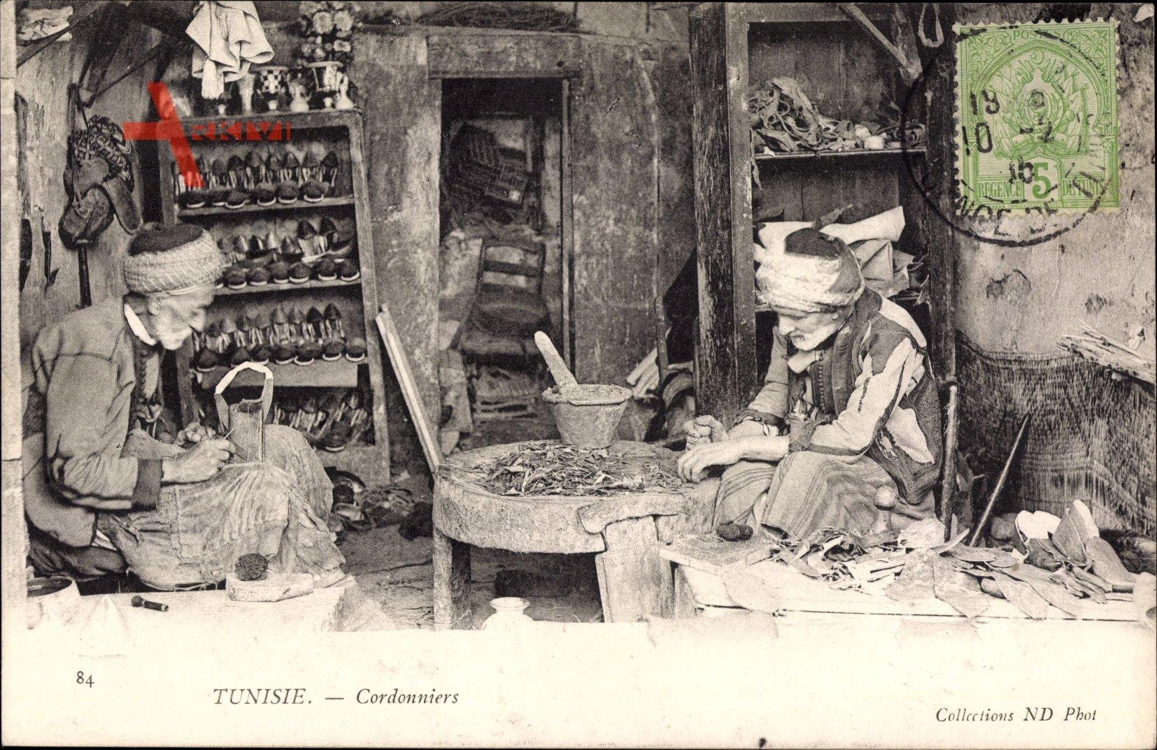 Tunesien, Cordonniers, Schuhmacher bei der Arbeit, Manufaktur