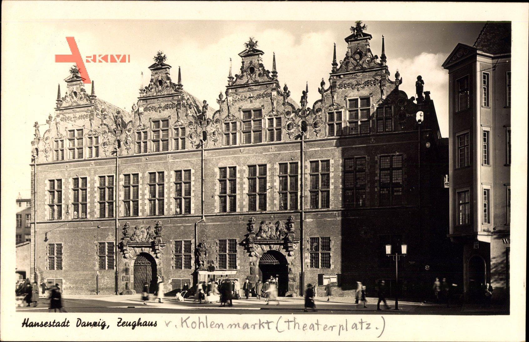 Gdańsk Danzig, Blick auf das Zeughaus am Theaterplatz, Fassade, Tor