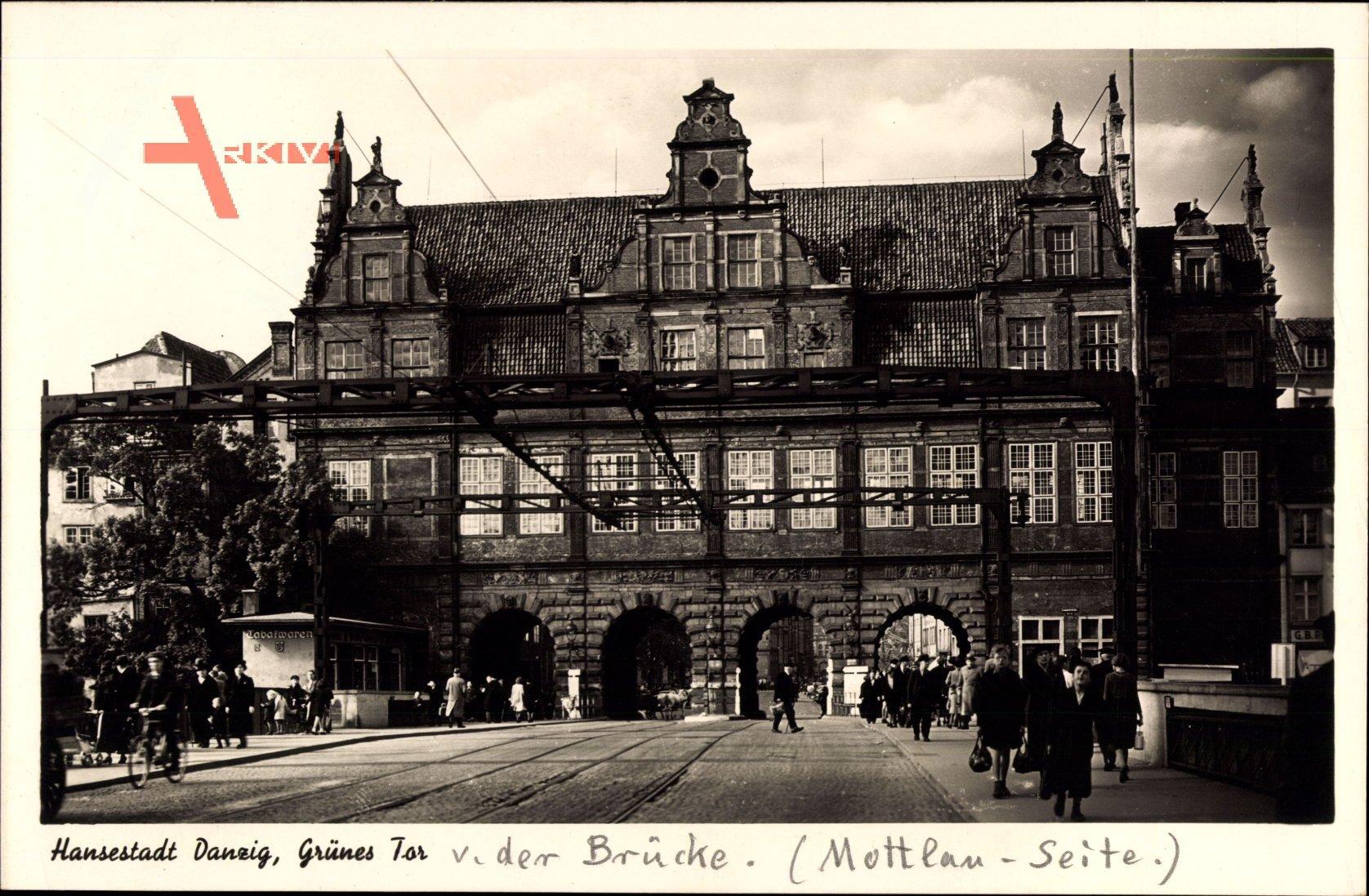 Gdańsk Danzig, Straßenpartie mit Blick auf das Grüne Tor, Passanten