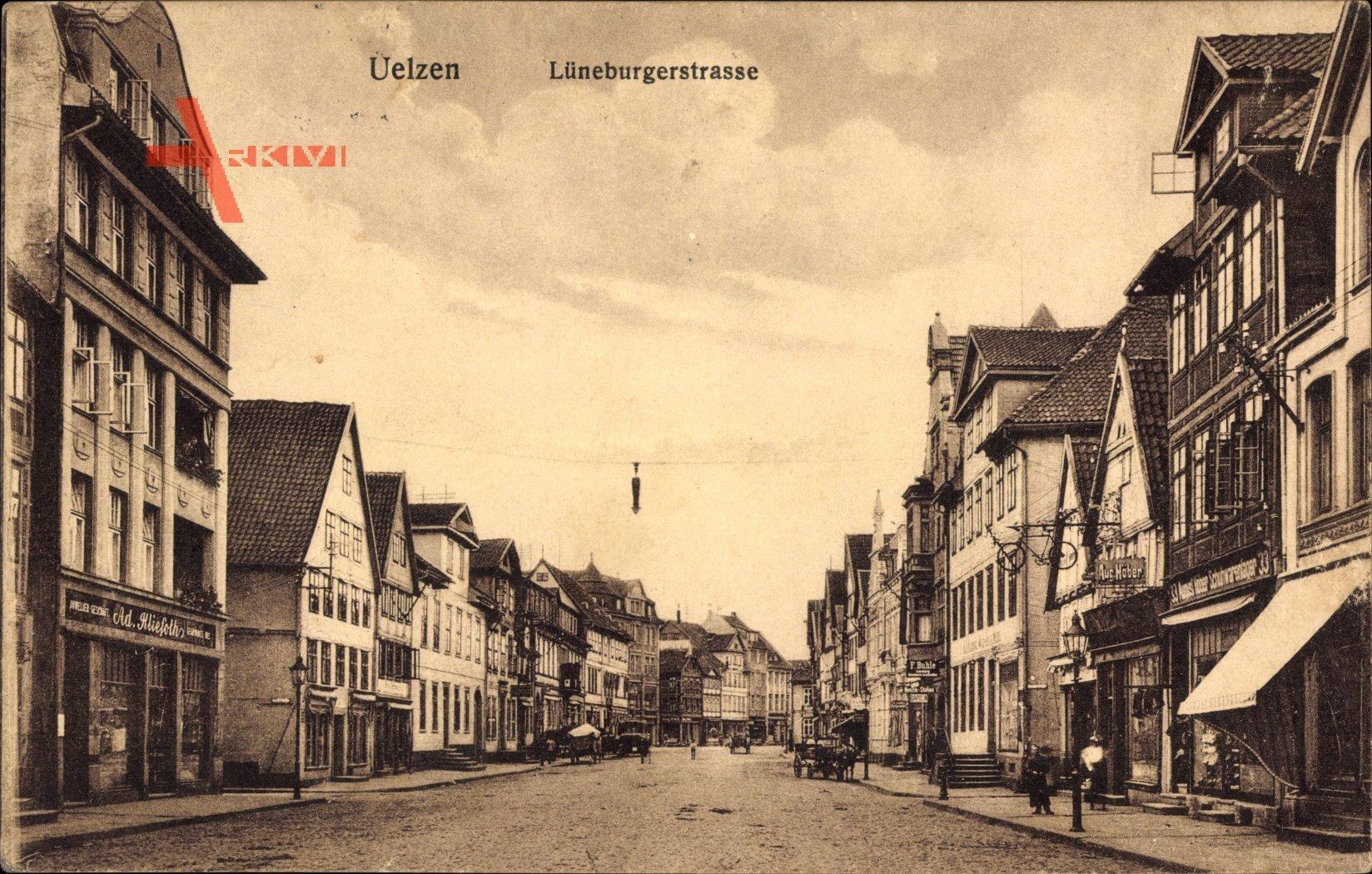 Uelzen in Niedersachsen, BLick in die Lüneburgerstraße, Geschäfte