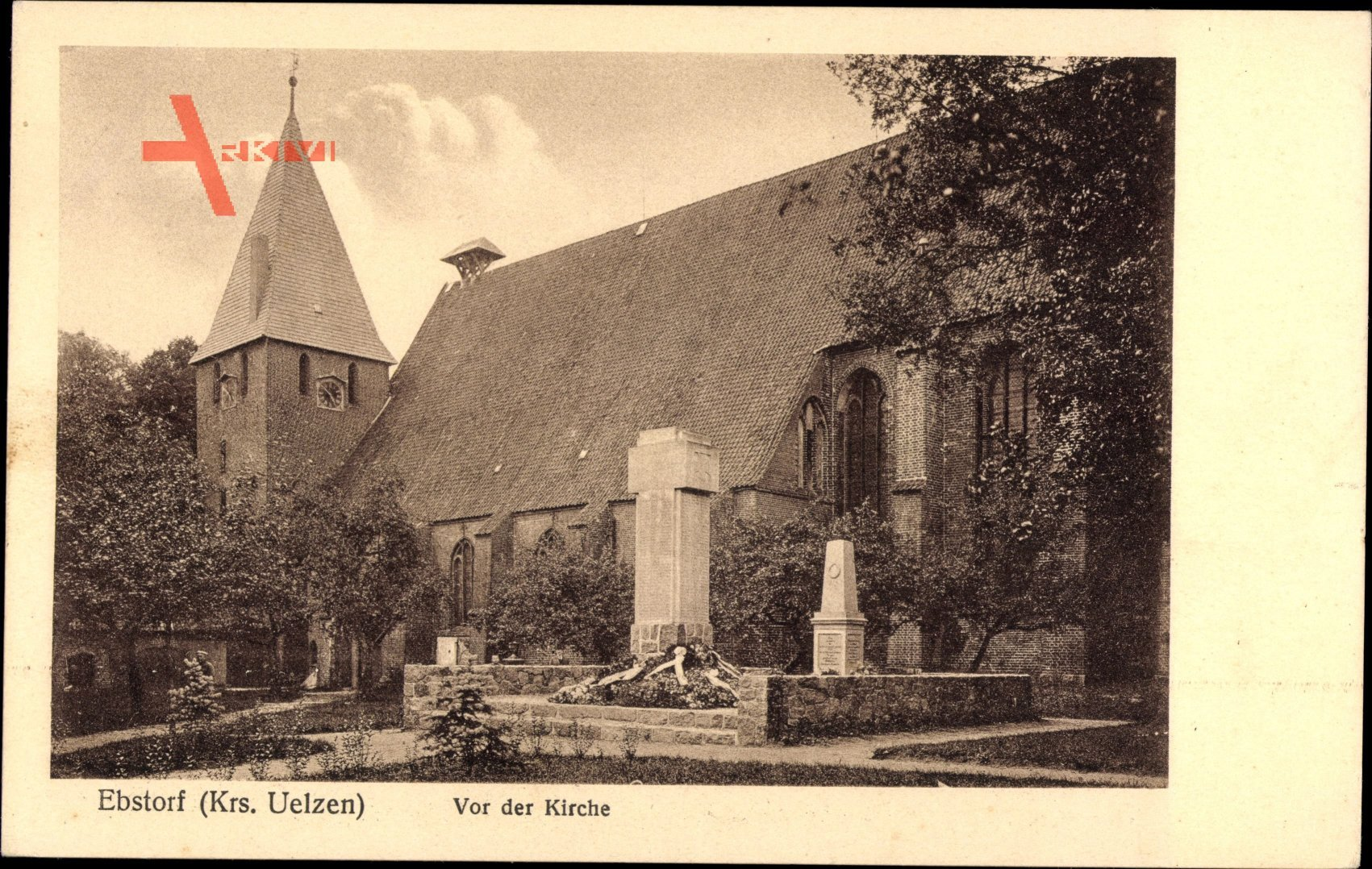 Ebstorf in der Lüneburger Heide, Vor der Kirche, Gedenkstein
