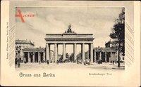 Berlin Mitte, Straßenpartie mit Blick auf das Brandenburger Tor