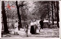 Berlin Tiergarten, Weltstadtleben, Partie am Goldfischteich, Kinder
