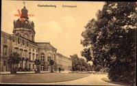 Berlin Charlottenburg, Partie im Schlosspark mit Blick auf das Schloss