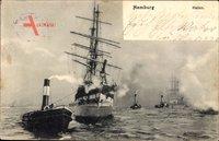 Hamburg, Segelschiff mit Nebenboot bei voller Fahrt