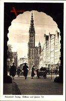 Gdańsk Danzig, Straßenpartie mit Blick auf Rathaus und Grünes Tor