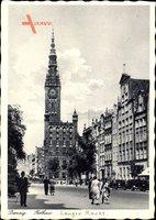 Gdańsk Danzig, Blick auf den Langen Markt mit Rathaus, Passanten