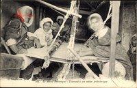 Marokko, Tisserand a son metier prehistorique, Weber bei der Arbeit